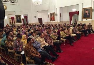 Presiden Jokowi Ajak Seluruh Menteri Tunaikan Zakat melalui BAZNAS
