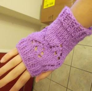 http://web.archive.org/web/20130420195323/http://thetheoryofcreativity.blogspot.com.au/2012/04/heart-holes-fingerless-gloves.html