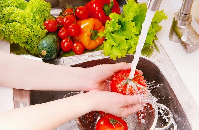 Tips cara mencuci buah dan sayur yang tepat