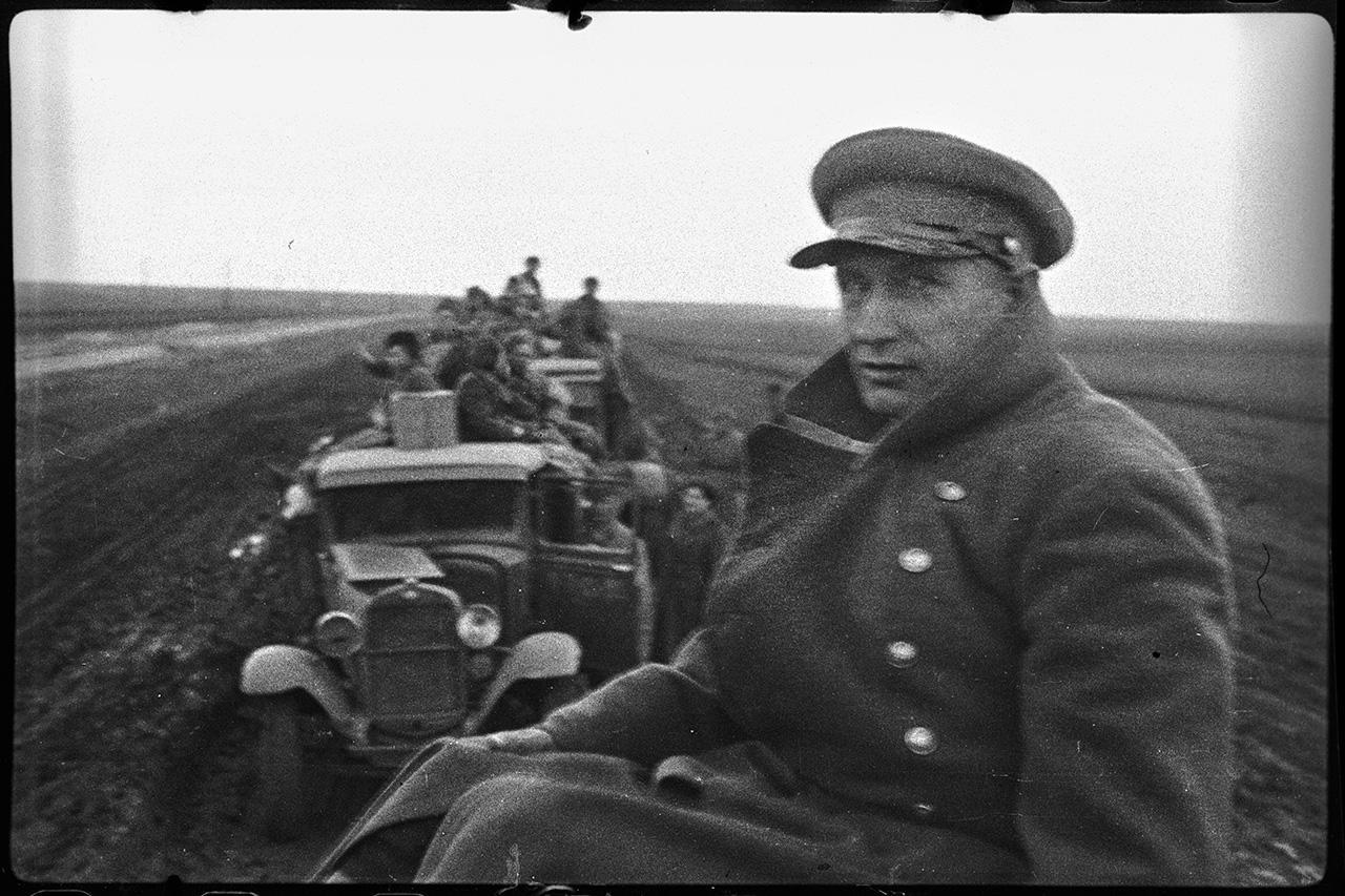 Художник Военно-медицинского музея Н. Г. Яковлев во время передислокации. 4-й Украинский Фронт, южный берег Сиваша, 15 апреля 1944 года