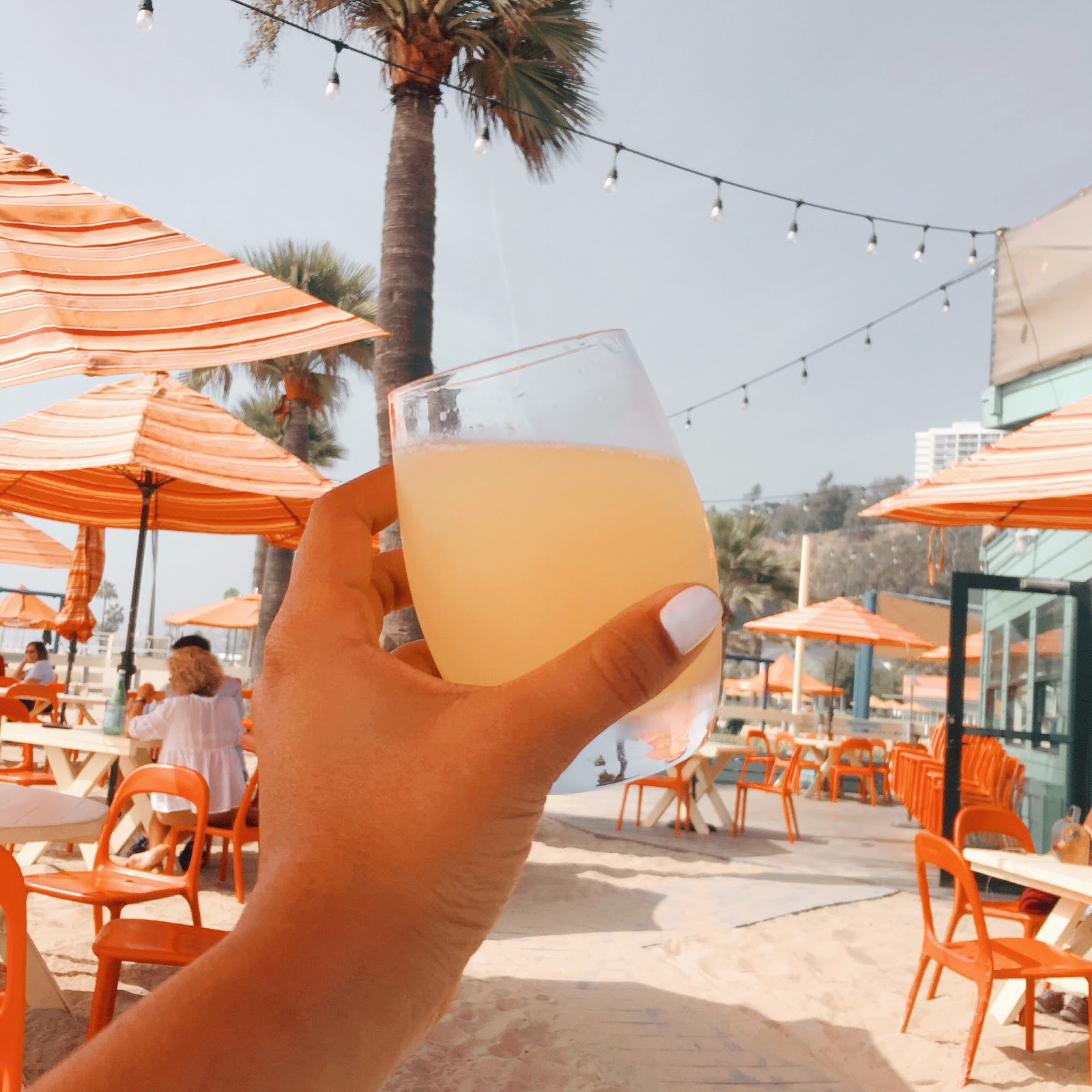 mimosa-santa-monica-beach-back-on-beach-cafe