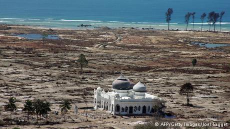 Bendera Setengah Tiang Peringati 12 Tahun Tsunami Aceh, Ini Rangkaian Kegiatannya...
