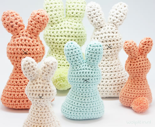 Crochet easter bunny pattern (photo and pattern by Wolplein) | Happy in Red