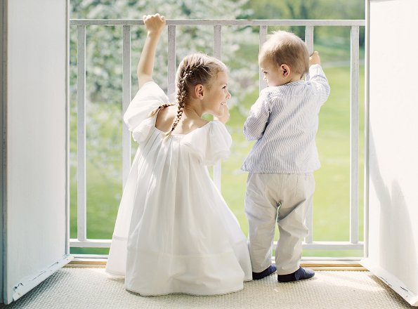 New photos of Princess Estelle and Prince Oscar for Midsummer. Estelle wore white tulle dress, Livly Shoes. gold necklace. Princess Victoria
