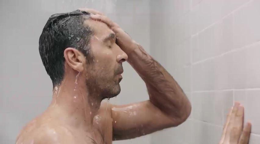 Modello Head and Shoulders pubblicità con Gianluigi Buffon con Foto - Testimonial Spot Pubblicitario Head and Shoulders 2017
