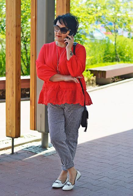 czerwony, red, black and white, czerwona bluzka z haftami