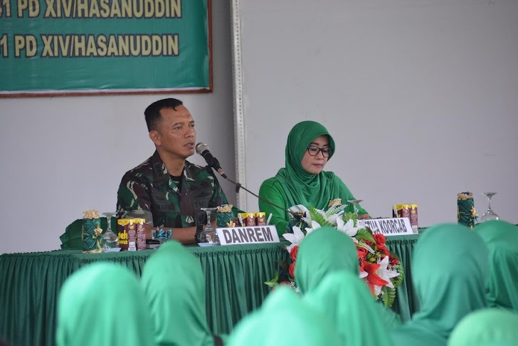 Danrem 141/Tp Arahan Didampingi Ibu Ketua Persit KCK  Koorcab Rem 141/Tp Pada Ibu Ibu Persit