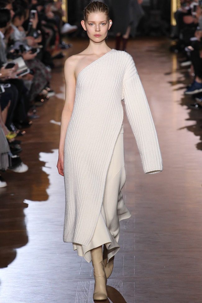 Stella McCartney 2015 AW White One Shoulder Knitting Dress With High Slit on Runway
