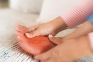 Tê tay chân: Nguyên nhân & cách chữa tê bì chân tay trái, phải khi ngủ