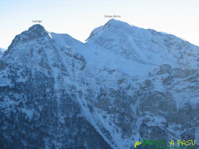 Vista del Collau Zorru y el Luengu desde la cima del Recuencu