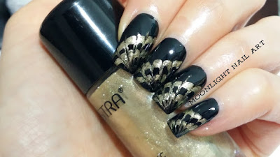 Nail art design: toothpick drag marble  in black and gold