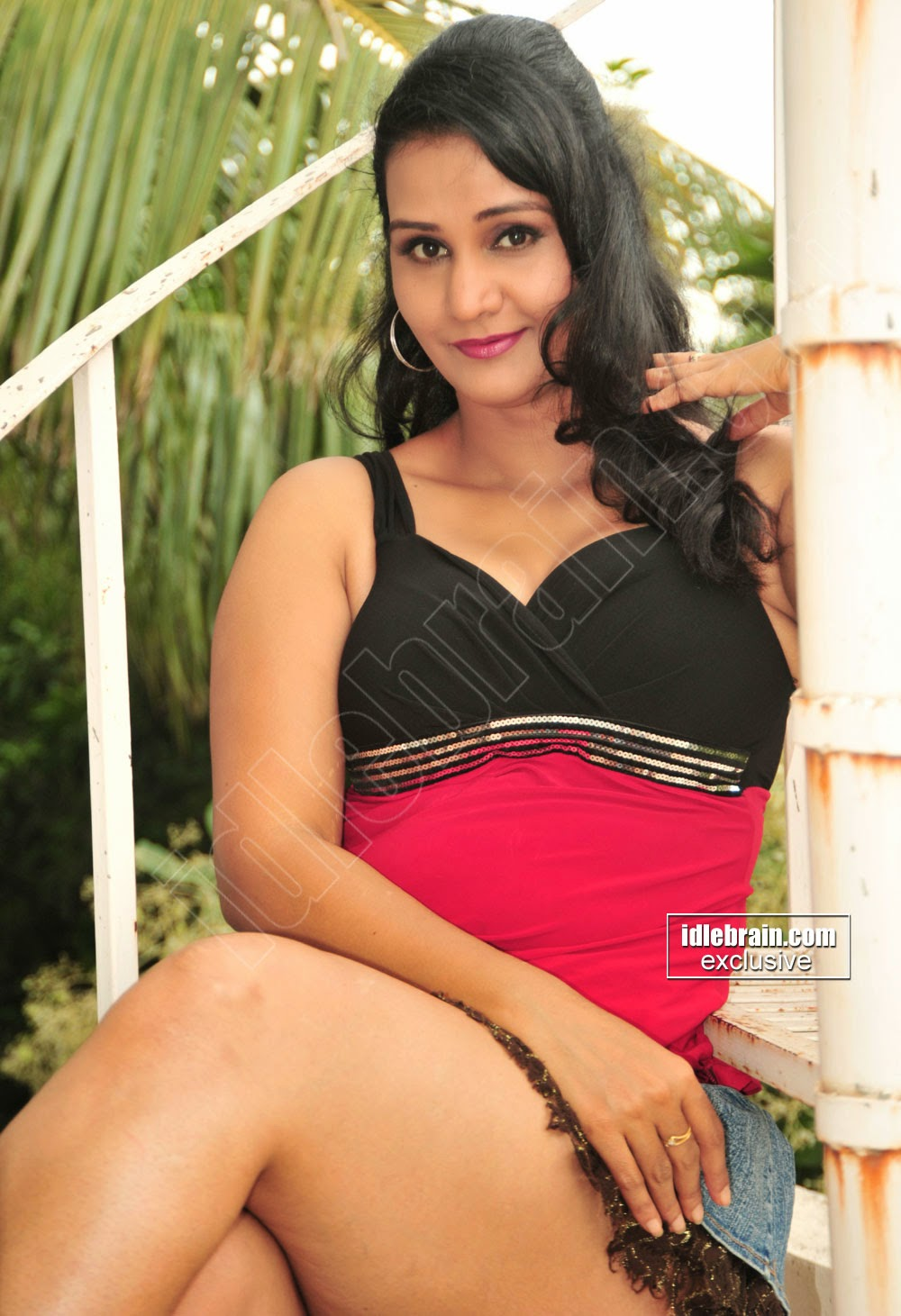 Mallu B Grade Actress Apoorva Aunty Hot Thigh Show Gallery -1893