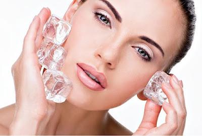 Memutihkan kulit secara alami dengan es batu