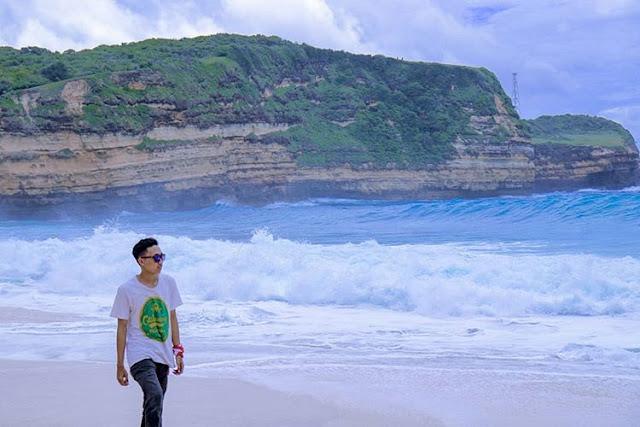 Pantai di Taman Wisata Gunung Tunak, sumber ig @_ridhoalamsyah