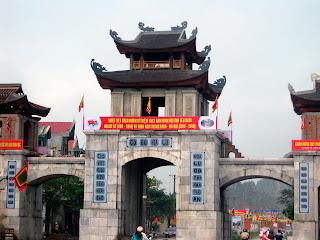 Puerta de entrada a Hoa Lu
