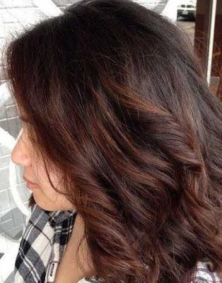 Warna rambut coklat gelap dengan highlights warna karamel gelap_9800231