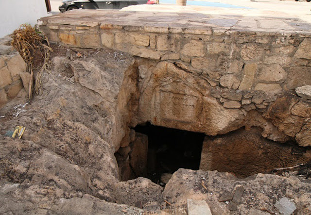Two ancient tombs uncovered in Kato Paphos