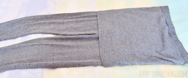 Details on Wholesalebuying's dark gray inset 2-in-1 skirt leggings.