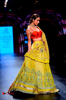 Bollywood Actress Malaika Arora Khan Walks on Ramp at LFW Summer 2017  0021.jpg