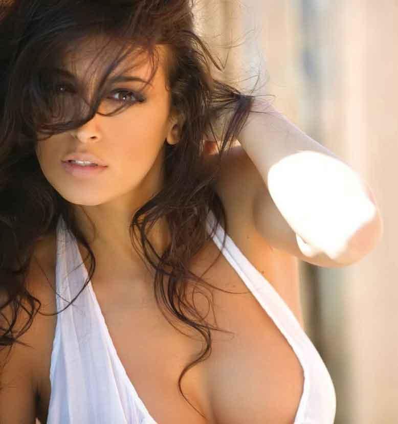 Nude Italian Babe 22