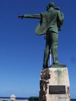 Estatua de José Marti en la Tribuna Anti Imperialista, La Habana