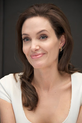 Angelina Jolie seksi sudah tua