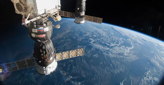 Sabotagem na Estação Espacial Internacional - Americanos e russos se desentendem depois de incidente no Espaço - Capa