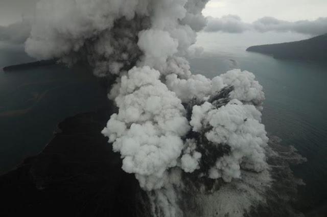 Ada Retakan Baru di Gunung Anak Krakatau, Begini Penjelasan BMKG