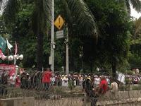 Kubu Ahok Makan Nasi Kotak, Massa GNPF MUI Pilih Shalat Dzuhur Berjamaah