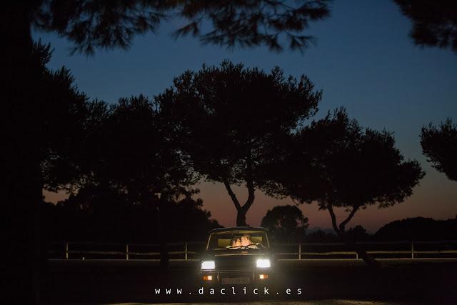pareja coche noche