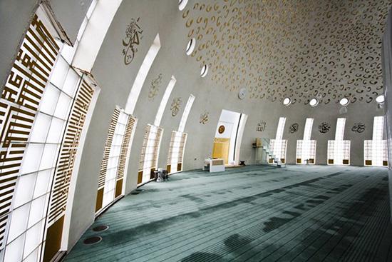 Desain interior masjid Yesil Vadi Turki