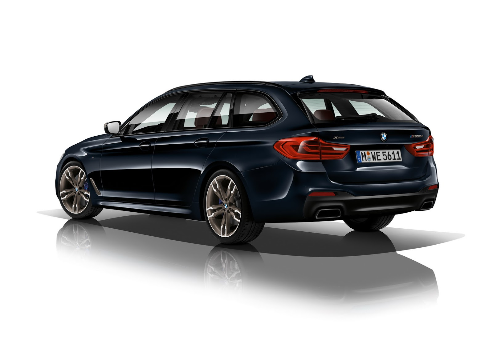 2018 bmw m550d xdrive has four yes four turbos and 400 horses and it 39 s a diesel carscoops. Black Bedroom Furniture Sets. Home Design Ideas