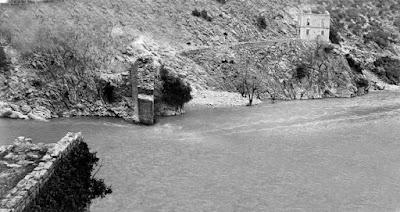 Άρτα: Ανασύρθηκαν τμήματα της ιστορικής γέφυρας Κοράκου στον Αχελώο