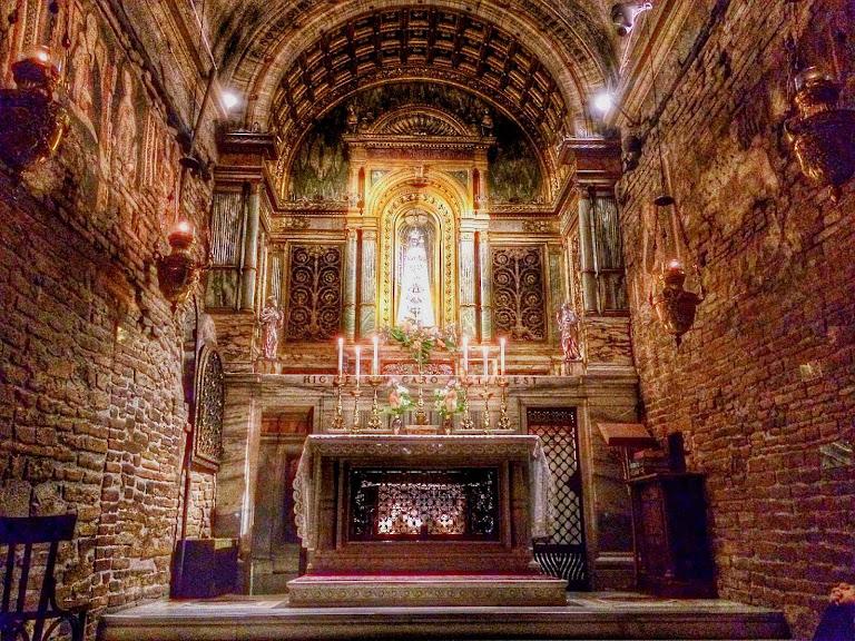 A Santa Casa em Loreto, estado atual do interior da casa de Nossa Senhora.