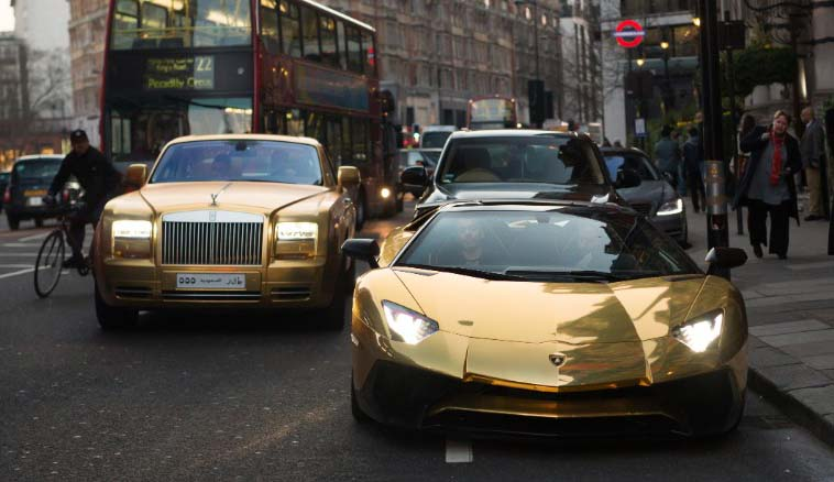 Super Rich Saudi Arrives In London With Fleet Of Gold Cars