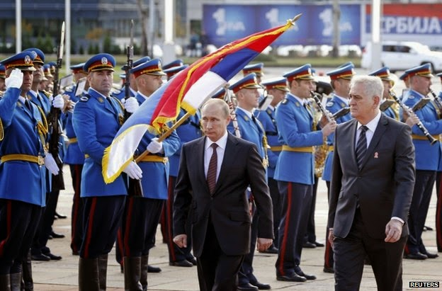 """To βήμα των νικητών"": Η επιβλητική παρέλαση στο Βελιγράδι υπό το βλέμμα του Β.Πούτιν (εικόνες, vid)"