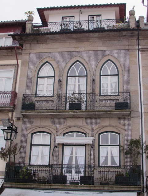 fachada com azulejos de uma casa no centro histórico de Ponte de Lima