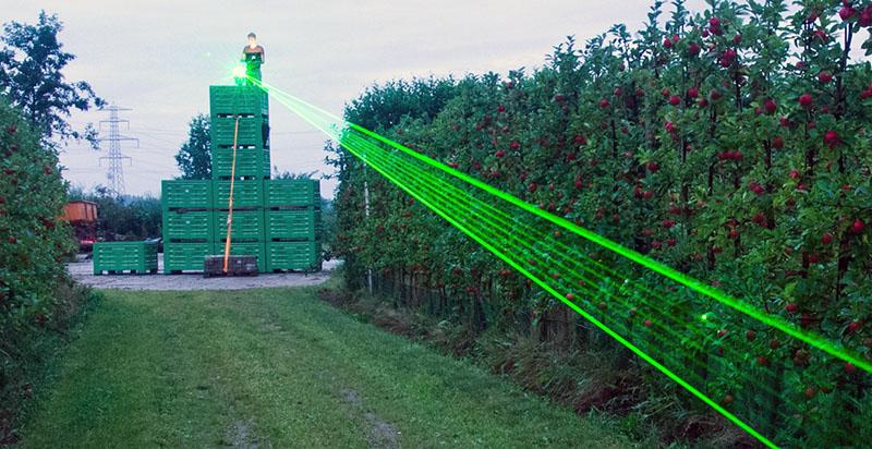 робототизированноеи лазерное пугало Agrilaser Autonomic