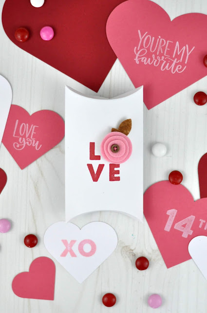 Stamped Valentines by Jen Gallacher from www.jengallacher.com. #valentines #valentinecraft #jengallacher