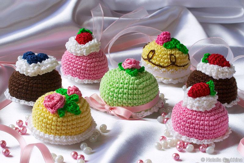 1000 схем амигуруми на русском: Вязаные сладости