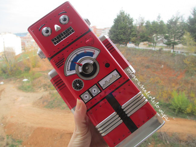 TK Maxx - caja lata robot hucha