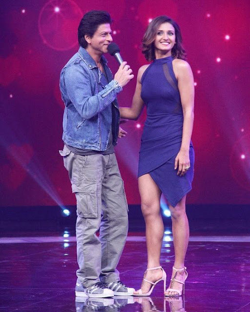 Shahrukh Khan with Shakti Mohan Flirting