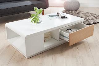 Konferenční stolek v bilej barve v kombinaci s dubem.