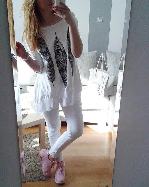 Białe spodnie bazą do wielu stylizacji