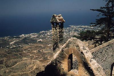 το Βυζαντινό κάστρο του Άγιου Ιλαρίωνα   στο βουνό Πενταδάκτυλος