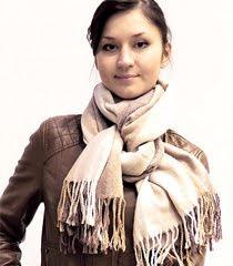 Как да носим тънък зимен шал