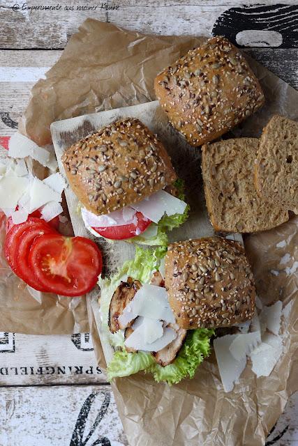 Experimente aus meiner Küche: Caesar´s Salad Chickenburger mit Dinkelbrötchen