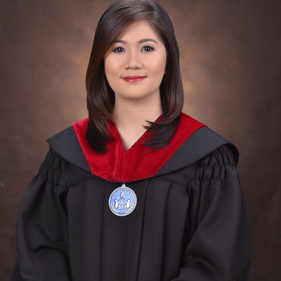 Yaya graduates cum laude with the support of family she works for