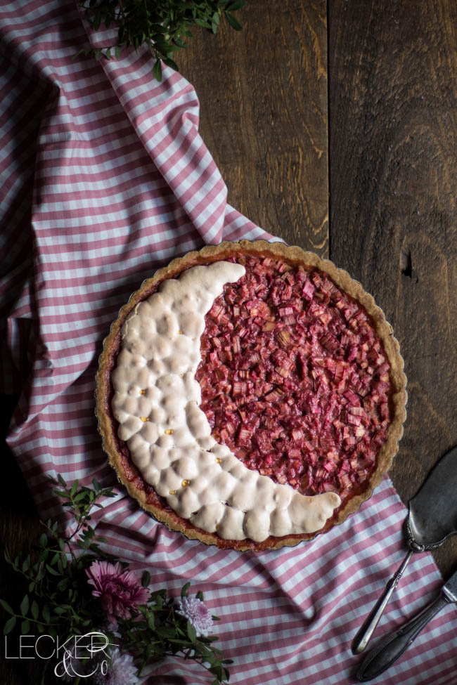 leckerundco, lecker co, lecker & co, lecker, leckerundco.de, foodblog, nürnberg, foodfotografie, mittelfranken, tina kollmann, foodpics, kochen, backen, fotografie, rezept, rhabarber, baiser, mürbteig, cheesecake, käsekuchen, kompott, pink, säuerlich, süß, tarte, kuchen