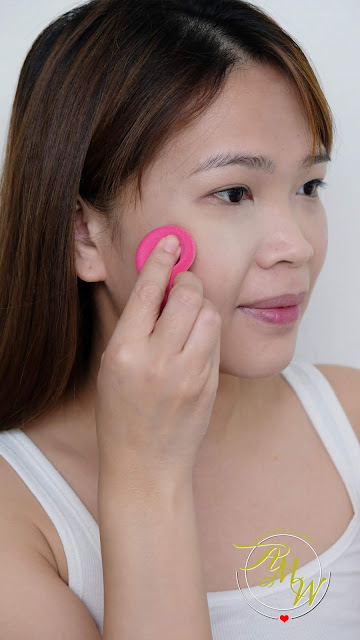 a photo of Snoe Supreme Powder Foundation Review in shade Vanilla Creme by Nikki Tiu of www.askmewhats.com